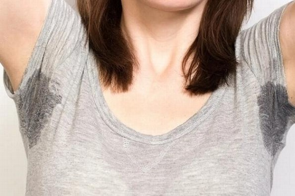 ¿Cómo eliminar el olor a sudor y manchas de tu ropa deportiva?