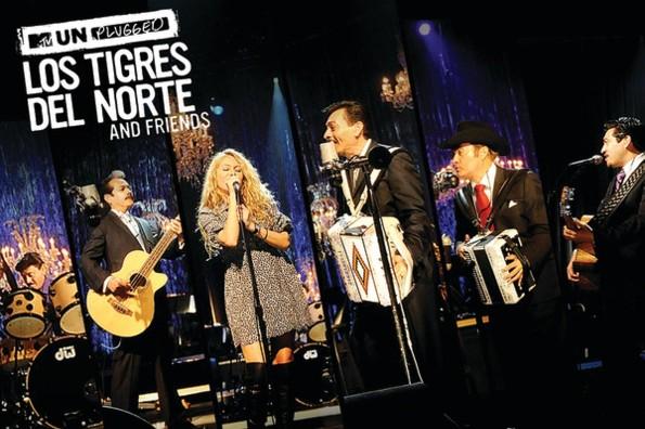 Recordando Golpes  en el corazon  con Paulina Rubio y Los Tigres del Norte