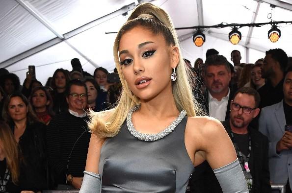 Emiten orden de alejamiento a acosador de Ariana Grande